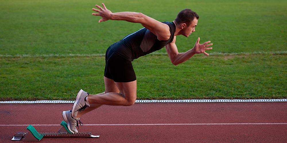 leichtathlet beim rennstart